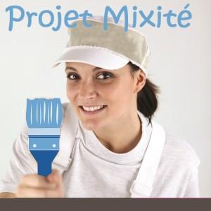 Portrait d'une femme peintre en bâtiment